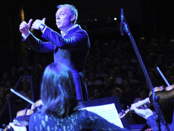 Charles Hazlewood conducting